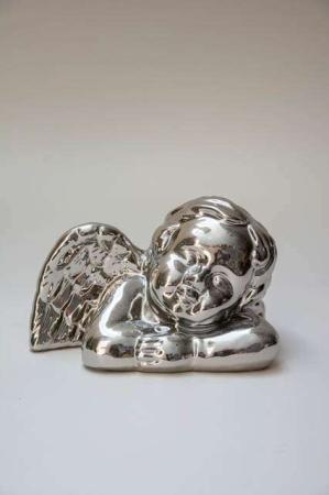 Blank sølvfarvet engel. Juleengel i sølv. Sølvfarvet engel. Julefigur af engel i sølv. Sølvengel figur.