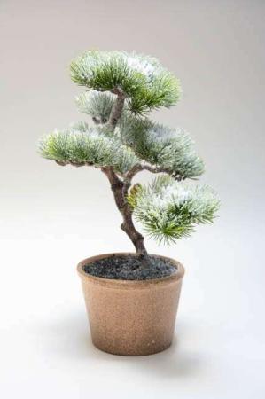 Kunstigt bonsaitræ med potteskjuler. Kunstigt grantræ i potte med sne. Juletræ i potte. Lille kunstig bonsai.