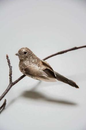 Fugl på clips - guldglimmer med naturfjer. Dekofugl med clips til juletræet. Julepynt med glimmer. Julefugl til at clipse fast. Fugl på clips til æresport.