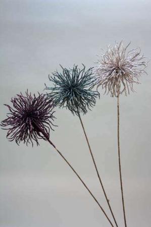 Langstilket blomst med glimmer. Glimmerblomst på lang stilk. Dekoblomst med glitter og glimmer.