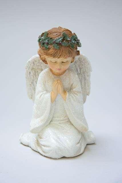 Hvid juleengel med bedende hænder. Hvid engel med glimmer. Juleengel med vinger. Nostalgisk julepynt.