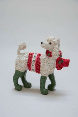 Julepynt - hund med juletøj. Hundejul. Julepynt med hunde. Hund med nissehue. Nostalgisk julepynt.