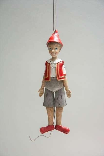 Retro Pinocchio sprællemand. Gammeldags julepynt. Nostalgisk julepynt. Pinocchiofigur.