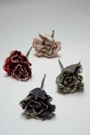 Roser til dekoration - rød, grøn, sort og hvid med glimmer. Dekoblomst med glimmer. Kunstig rose til juledekorationer. Kunstig blomst til æresport. Glimmerrose i velour. Julepynt i velour. Velour julepynt.
