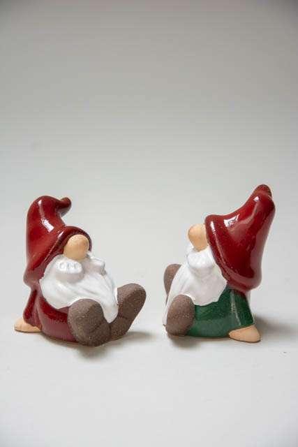 Julenisser 2019 - rød og grøn. Julenisse i keramik. Porcelænsnisse til jul. Julepynt i keramik.