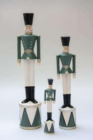 Julepynt 2019 - Tinsoldat på tromme - grøn. Nostalgisk julepynt. Garderfigur på tromme. Julefigur med tinsoldat. Julepynt med grøn tinsoldat.