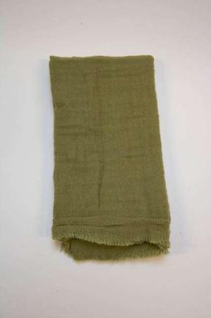 Grøn stofserviet i bomuld. Olivengrøn serviet i stof. Bomuldsserviet i grønt stof.