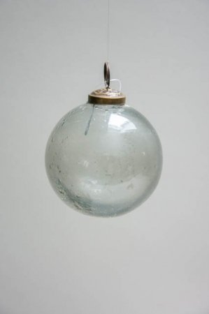 Julepynt 2019 - Ib Laursen juletræskugle i glas - røgfarvet. Julekugle i glas. Håndlavet julekugle i røgfarvet glas. Røgfarvet glaskugle til juletræet.