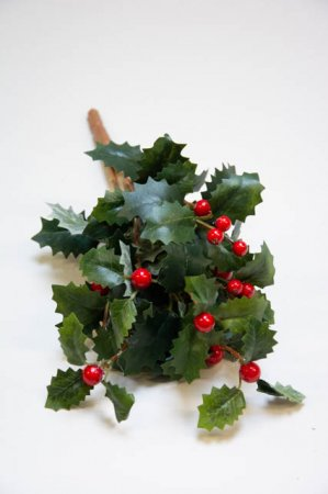 Kunstig buket af kristtjørn. Kunstig dekomateriale. Kunstigt blad. Kunstig blomst. Plastic blomst. Kunstig plante. Juledekoration.