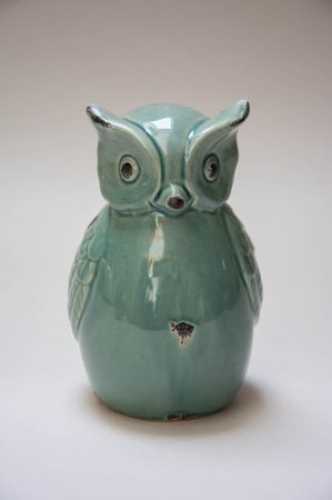 Mintgrøn ugle i keramik. Keramikugle med grøn glasur. Grøn uglefigur.