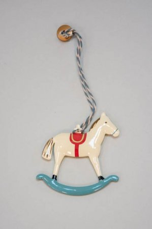 Ornament i metal gyngehest - Maileg gyngehest med rød sadel - Maileg 2021