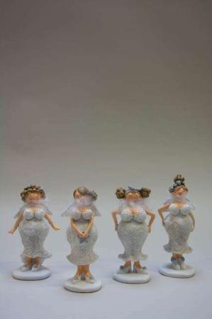 Frodige engle med hvide kjoler. Englefigur med vinger. Hvid engel med former. Curvy angel. Curvy engel.