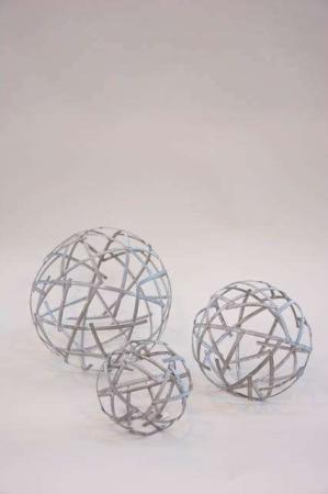 Dekorationskugler af metal til haven - kugler af jern fra 2Have