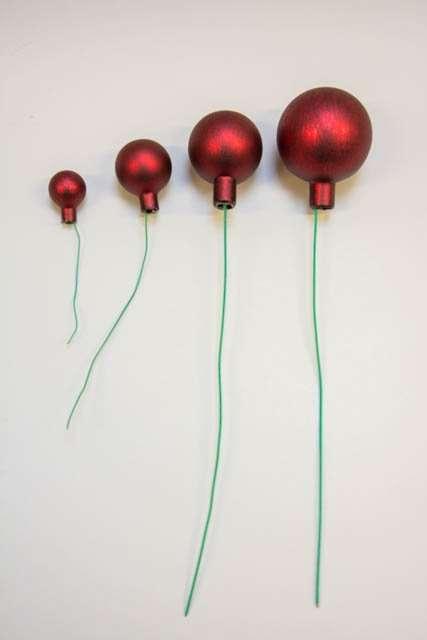 rød glaskugle med struktur og tråd - 2have