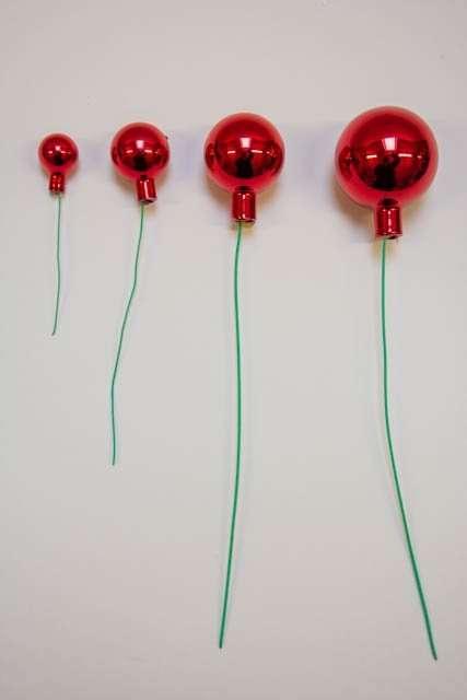 rød skinnende julekugle - klassisk julekugle