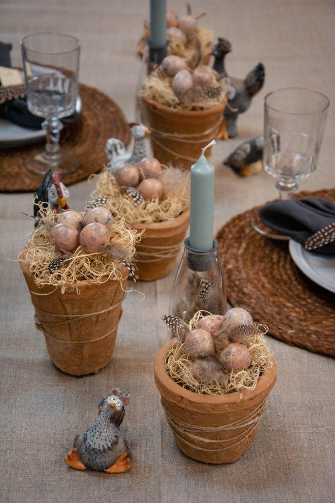 Bordpynt til påske i små ler potter