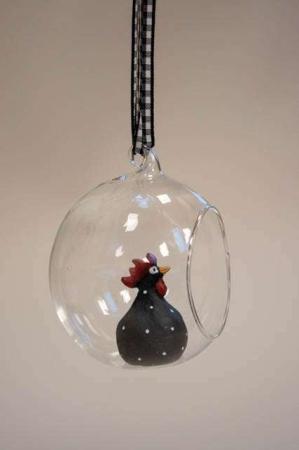 Hængende påskepynt. Sort påskekylling i glasklokke med ternet snor. Påskeornament Nääsgränsgården