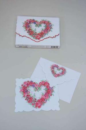 Kort med et hjerte af roser. Kvalitetskort og kuvert med blomster inkl. kortmappe.