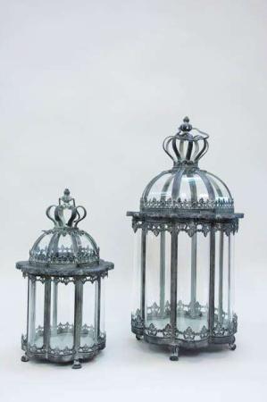 Ottekantet lanterne af jern. Lanterne med kongekrone. Dekorativ lanterne.