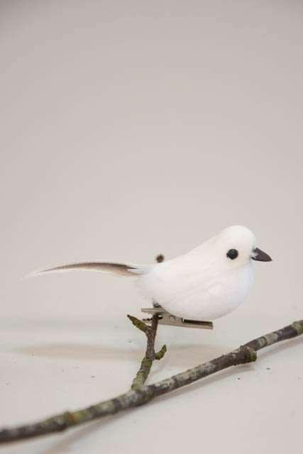Deko fugl på clips - hvid. Dekorationsfugl med clips.