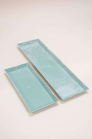 Firkantet grønne dekorations bakker. Blå mønstret rektangulære bakker til borddekorationer.
