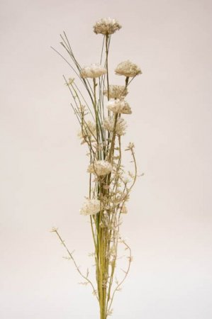 Kunstig blomsterbuket og blomsterstilke i grønne og grå nuancer. Grøn og grå buket med kunstige blomster.