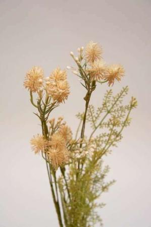Kunstig blomsterbuket og blomsterstilke i nude og grønne nuancer. Grøn og beige buket med kunstige blomster