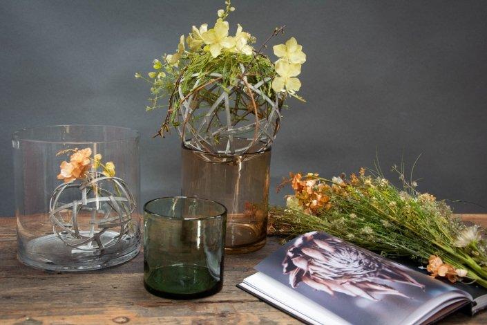 Cylinderforemet glasvaser i farvet glas