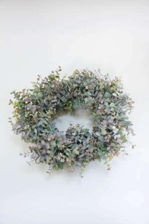Eurelia krans fra Lene Bjerre - støvet grøn. Kunstig deko krans med blade.