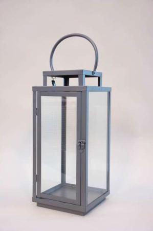 Klassisk høj lanterne med hank - Jern. Firkantet lanterne med glassider