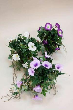 Kunstig potteplante med blomster - ipomea. Kunstige blomster - lilla og hvid.