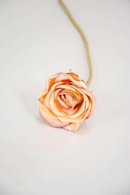 Kunstig rose til buketter og dekorationer - beige og rosa.