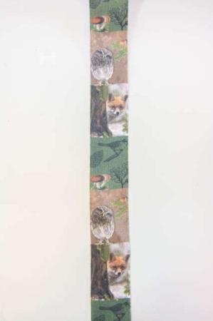 Dekorationsbånd med motiver fra skoven og skovens dyr fra Sae Il. Smukt bånd til dekorationer og gaver.