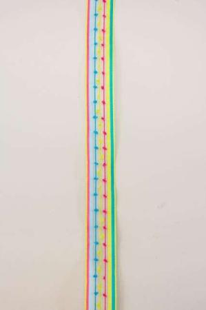 Farverigt dekorationsbånd fra Sae Il. Lyserødt, blåt og lyserødt bånd til dekorationer og gaver.