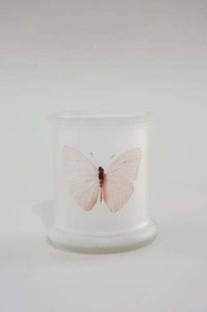 Fyrfadsstage af glas med lyserød sommerfugl. Flot stage til fyrfadslys af glas.