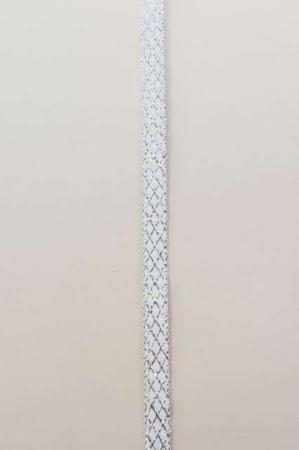 Hvidt dekorationsbånd med sølv tern fra 2Have. Smukt julebånd til juledekorationer og julegaver.