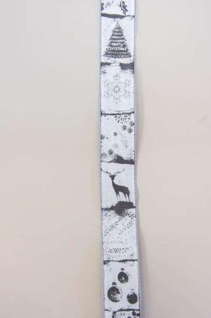 Hvidt og sølv dekorationsbånd med julemotiver fra Sae Il. Klassisk julebånd til juledekorationer og julegaver.