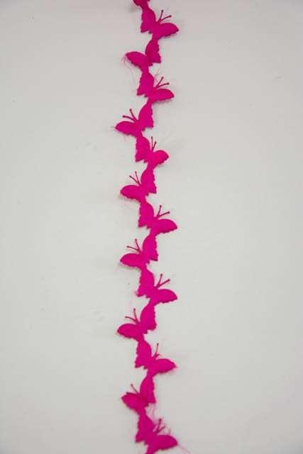 Lyserødt dekorationsbånd med sommerfugle fra Sae Il. Bånd til dekorationer og gaver.