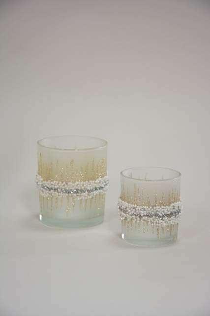 Hvid fyrfadsstage med guld glimmer og perler
