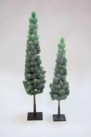 Deko træ med grønne nåle på fod