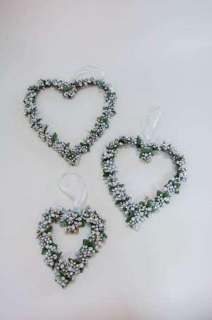 Hjertekrans med hvide bær. Hjerteformet julekrans