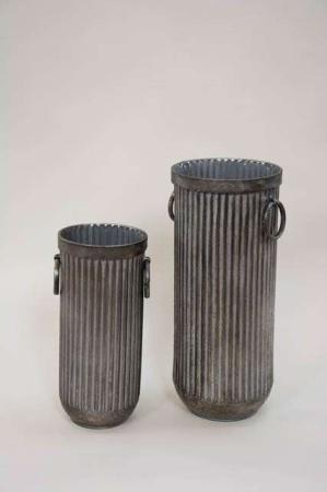 Rillede potter med hank. Rustik vase med riller fra la vida