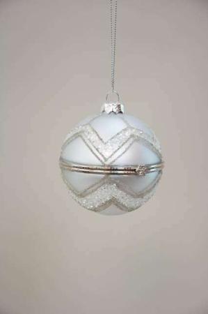 Sølv julekugle med hulrum. Smuk stribet julekugle med hemmeligt rum fra la vida