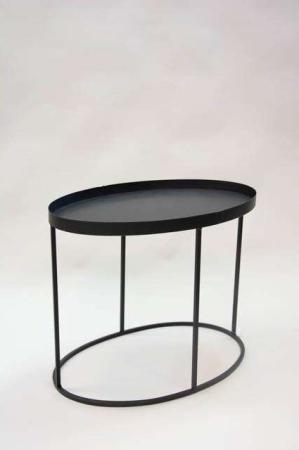 Sort oval metalbord. Elegant sofabord fra la vida