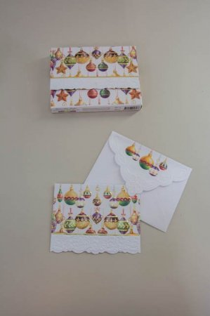 Fine julekort med julekugler. Julekugler på julekort med kuvert.