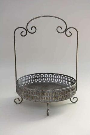 Metalopsats antikt look. Bakke af jern til dekorationer.