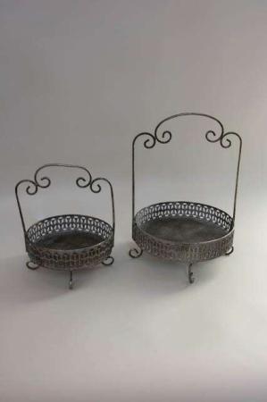 Metalopsatse antikt look. Bakker af jern til dekorationer.