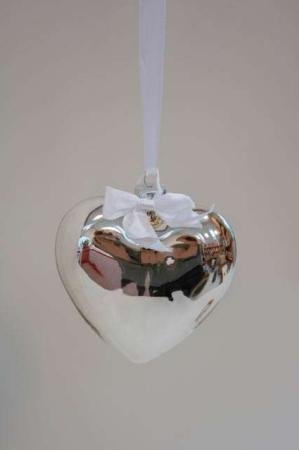 Sølvhjerte med hvidt bånd - juleophæng
