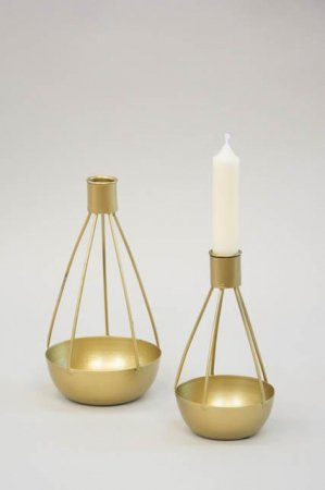 Guld lysestage med lille kurv til dekoration