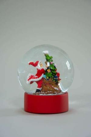 Rød rystekugle med julemand ved juletræ